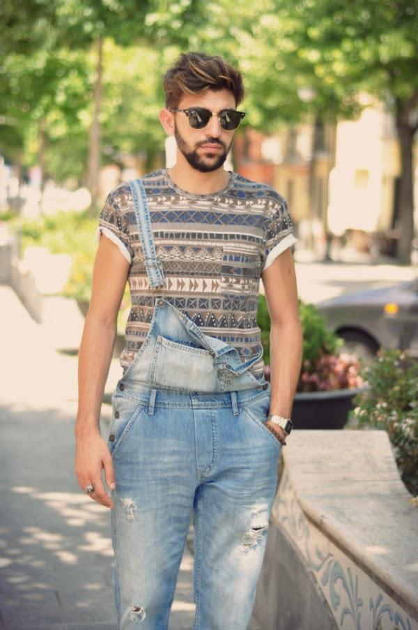 Salopette in jeans con microtagli